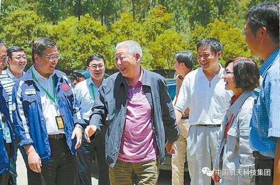 ▲ 2015年7月,孙家栋到西昌卫星发射中心指导北斗导航卫星发射