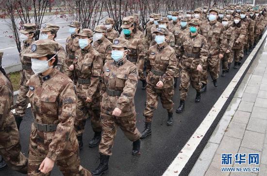 陆军军医大学医疗队开始进驻武汉市金银潭医院(1月26日摄)。 新华社记者 程敏 摄