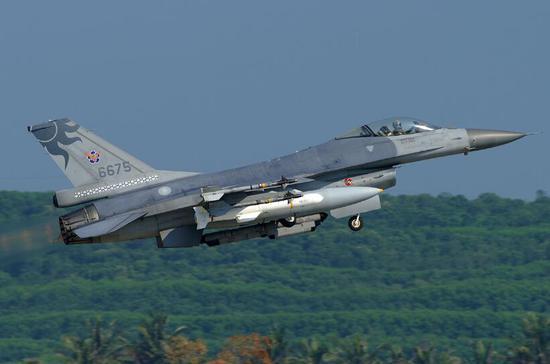 台军现役的F-16战斗机