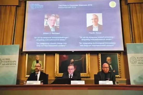▲当地时间2018年10月8日,2018年诺贝尔经济学奖在瑞典首都斯德哥尔摩公布。图/视觉中国
