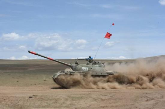 图为蒙古国军队装备的T-55坦克