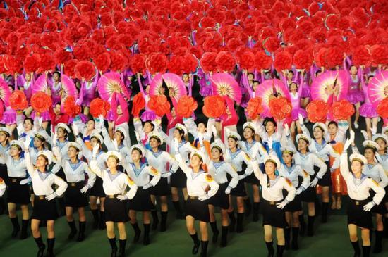 ▲这是2012年7月31日拍摄的《阿里郎》总彩排现场。新华社记者杜白羽摄