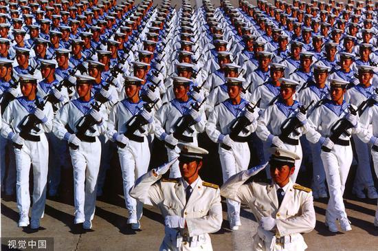 1999年,国庆50周年阅兵水兵方队。图源:视觉中国