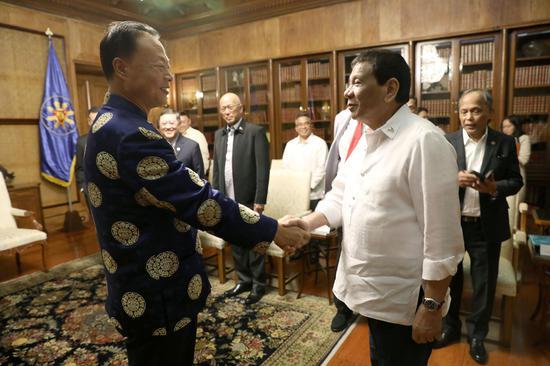 菲律宾总统杜特尔特在总统府会见赵鉴华大使