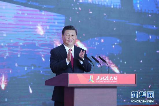 10月23日上午,港珠澳大桥开通仪式在广东珠海举行。中共中央总书记、国家主席、中央军委主席习近平出席仪式并宣布大桥正式开通。新华社记者 鞠鹏 摄