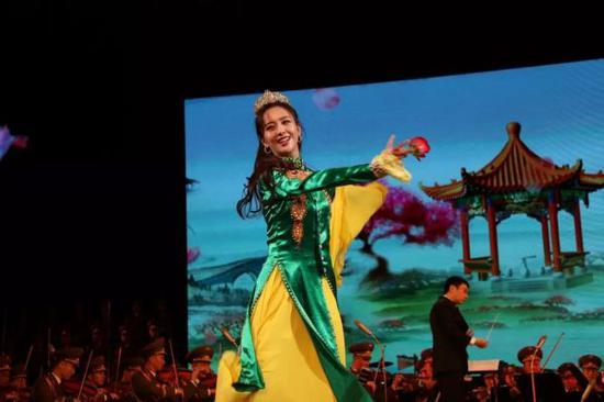 中国文艺工作者代表团在朝鲜演出现场