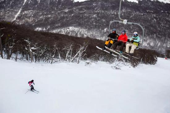 在乌斯怀亚的滑雪喜欢益者