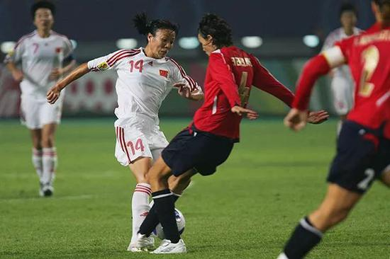 2007年女足世界杯上,中国队对阵挪威队,张欧影。本文图片 视觉中国
