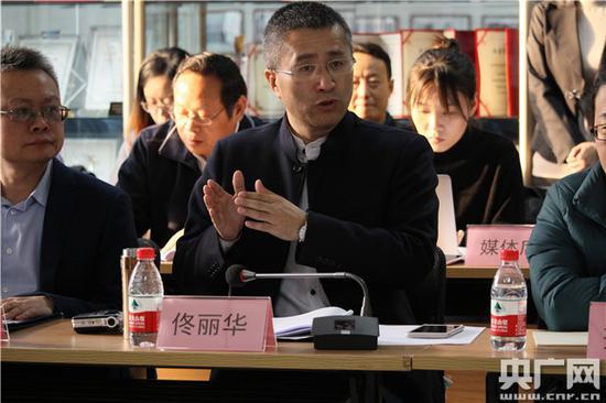 北京致诚农民工法律声援与钻研中间主任佟丽华对通知要点逐一进走晓畅读(主理方供图)