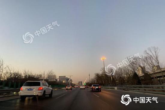 """今晨,北京在严寒中""""早晨""""。关禺 摄"""