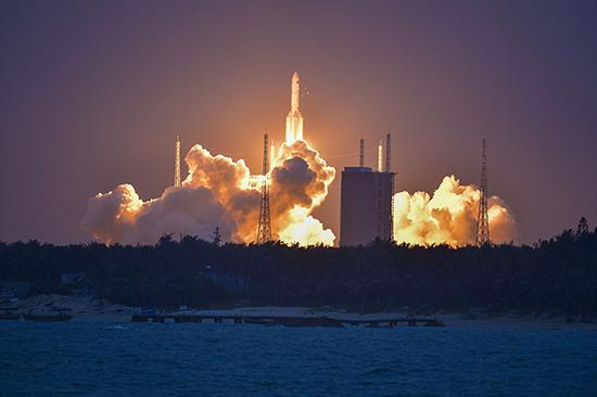 长征五号遥二火箭在2017年7月第二次发射中贪污,所以,今年长征五号遥三火箭发射是今年宇航发射义务中的关键之战。视觉中国 原料