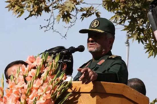 2018年11月4日,在伊朗德黑兰,伊朗伊斯兰革命卫队总司令贾法里在反美集会上发言。新华社/美联