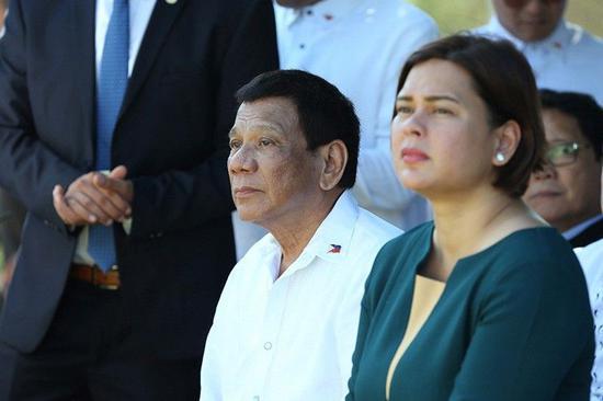 杜特尔特与女儿莎拉(菲律宾星报)