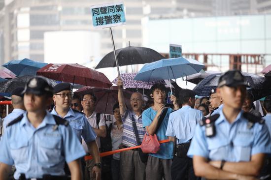 他又指出,若在其他国家发生同类事件,外国警方执法力度远超中国香港。