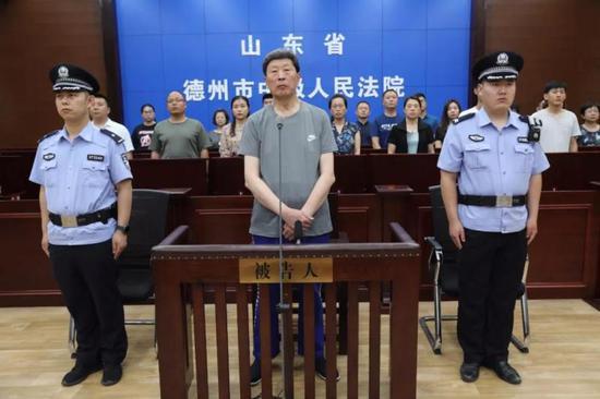张建华当庭表示服从判决,不上诉。