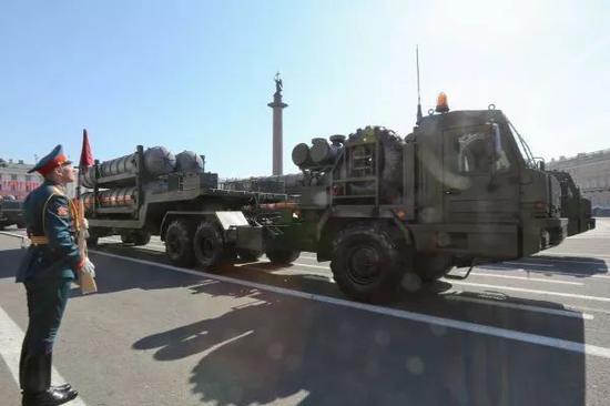 """▲资料图片:S-400""""凯旋""""防空导弹系统(新华社发)"""