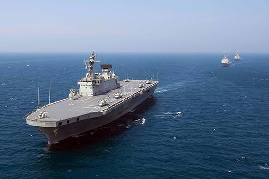 """韩国海军""""独岛""""号两栖攻击舰"""