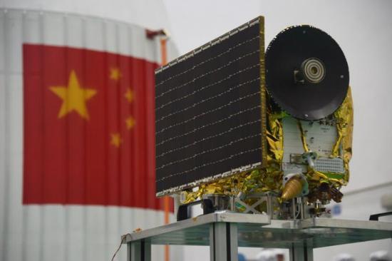 """拍摄""""最美地月合影""""的中国微卫星受控撞月了"""