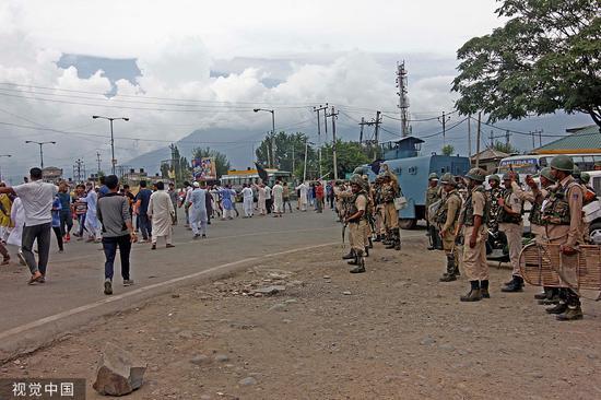 克什米尔住民抗议印度撤消 宪法第370条 @视觉中国
