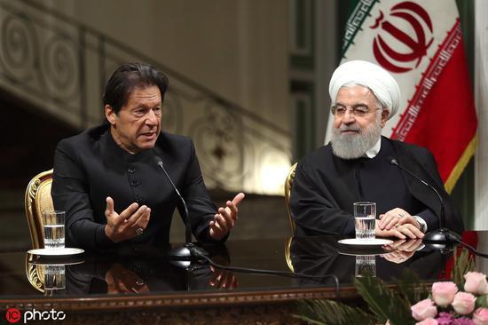 伊姆兰·汗今年4月访问伊朗,与鲁哈尼会面(IC Photo图)