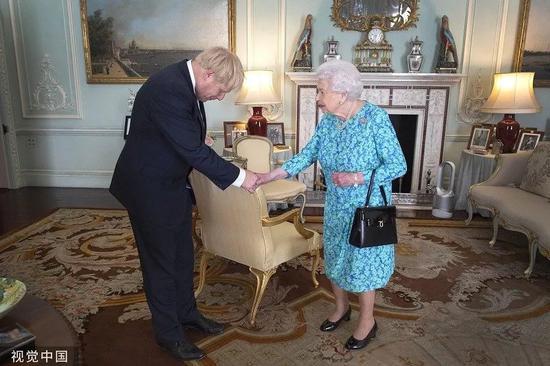 """新首相约翰逊""""放大招"""" 英国人""""炸锅""""了"""
