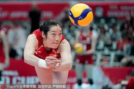 朱婷在比赛中。
