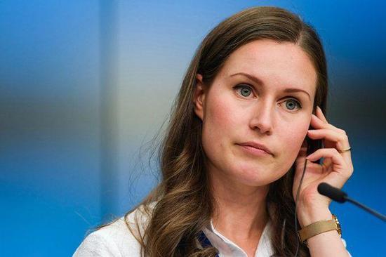 桑娜·马林在比利时布鲁塞尔欧盟总部出席信休公布会的原料照片。图据新华社