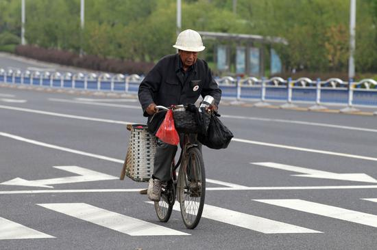 广州地陷一名失联人员遗体找到剩下两人仍在搜寻