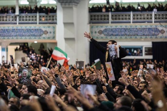 苏莱曼尼将军死后,德黑兰民情沸腾,图据《纽约时报》