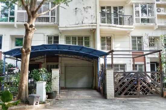 张琦夫妇在三亚的住所,如今已人去楼空。