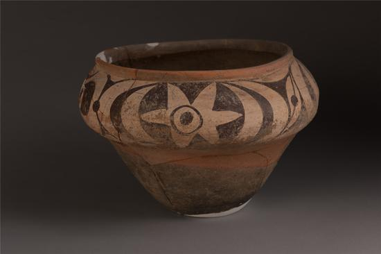 双槐树遗址出土的彩陶罐