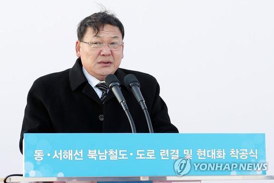 朝鲜铁道省副相金润革出席韩朝铁路公路对接项现在开工仪式