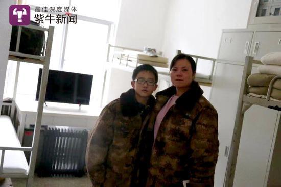 周忠燕母子在军营