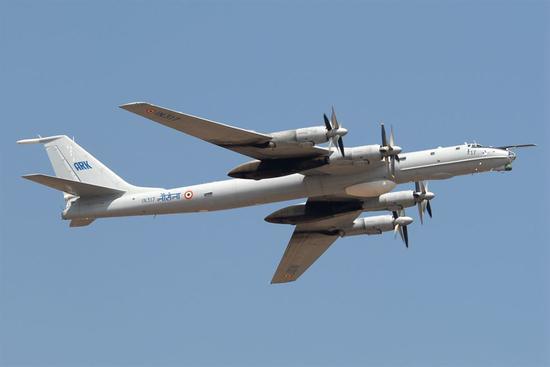 韩媒称,俄军机上周进入韩国防空识别区,韩军战机紧急应对。(图源:《韩国时报》)