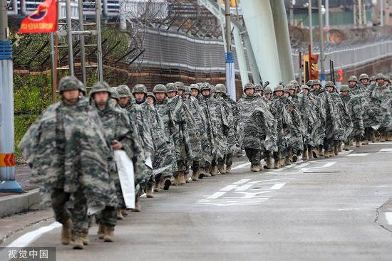 2018年4月5日,韩美进行联合军演。图/视觉中国
