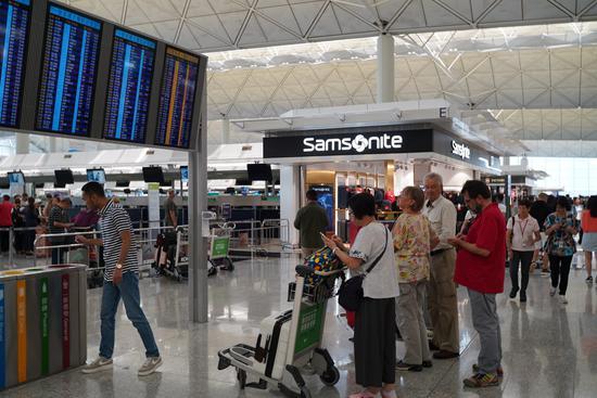 香港国际机场14日气氛仍显紧张。(图:大公文汇全媒体)