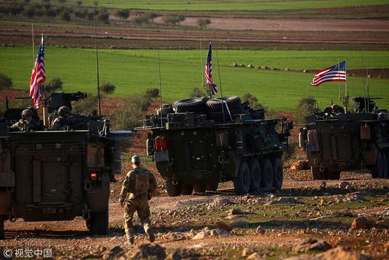 在叙北部走动的美军(图片来源:视觉中国)