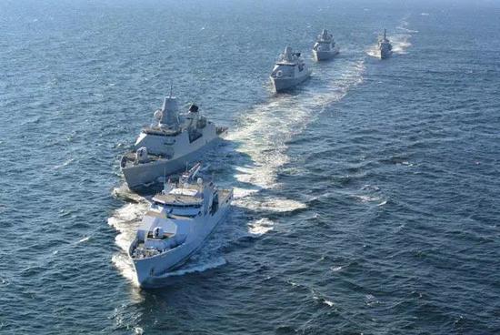 美国第六舰队地中海炫耀武力