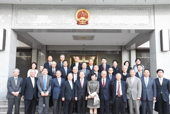 2016年4月12日,上海市人民对外友好协会在东京和上海日本白玉兰会的20位历届白玉兰获奖者欢聚一堂,共叙友情。