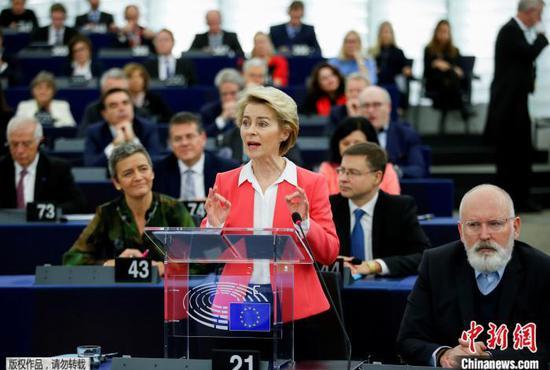 资料图:冯德莱恩在欧洲议会发言