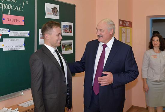 白俄罗斯总统:本想骑车上班 都被乌克兰总统毁了