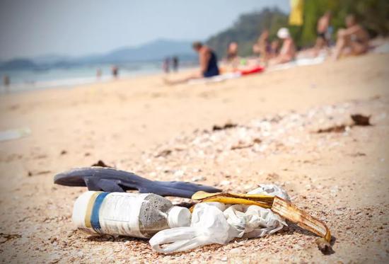 海边的塑料垃圾 图/图虫