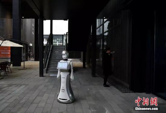 资料图片:智能机器人。 中新网记者 李骏 摄
