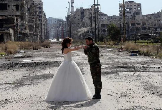 霍姆斯解放后,一名政府军士兵与他的恋人在此地举行了婚礼 图源:社交媒体