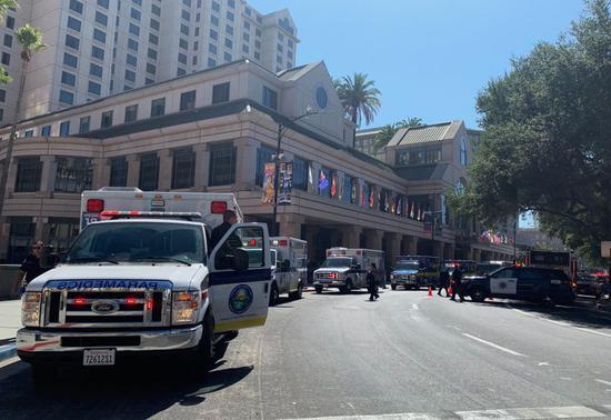 美国加州一酒店危险品泄漏 。(图源:美联社)