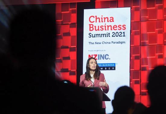 5月3日,新西兰总理杰辛达·阿德恩在新西兰奥克兰举行的第七届新西兰中国商业峰会上讲话。新华社记者 郭磊 摄