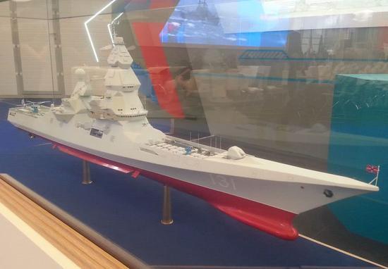 防展上的俄军领袖级核动力驱逐舰模型。