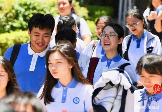 北京日报谈反蒙面法:该摘掉面罩的 不应只有暴徒