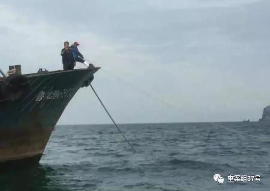 ▲江蘇連雲港前島公司的工作人員拍攝到的山東籍漁船。 受訪者供圖