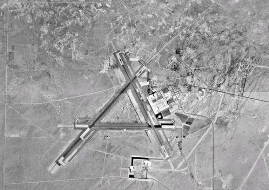 """图为""""中国湖""""基地卫星照片"""